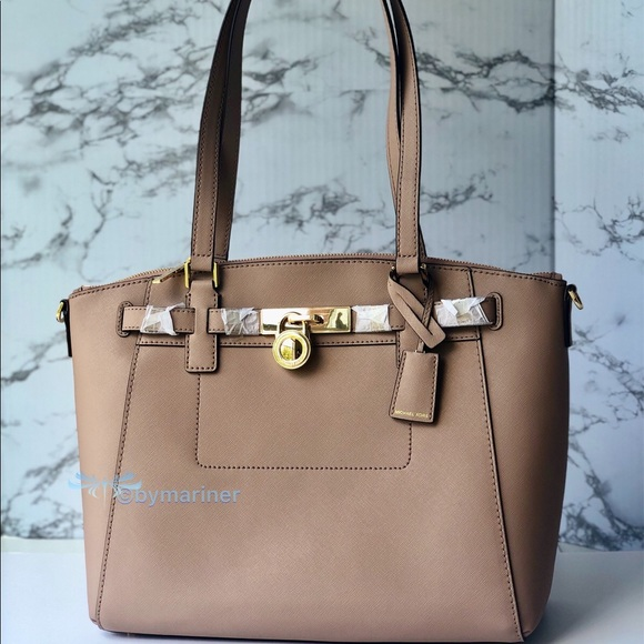 Michael Kors Handbags - 🍀 NWT Michael Kors Hamilton Traveler Large Tote